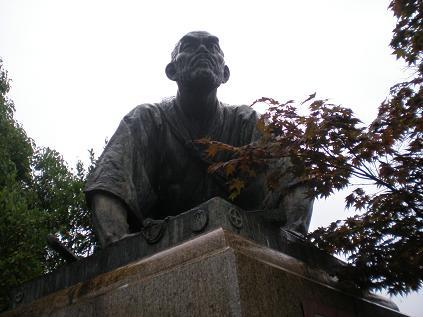 Photos: 土下座像