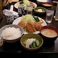 写真: 燕楽のとんかつ定食