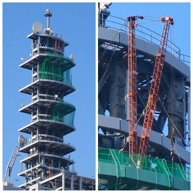 NTTドコモ名古屋ビル 最上部に、謎の「V」!?…と思ったら、クレーン! - 5