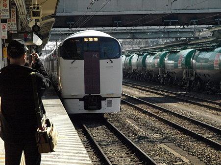 215系ホリデー快速ビューやまなし号(八王子駅)