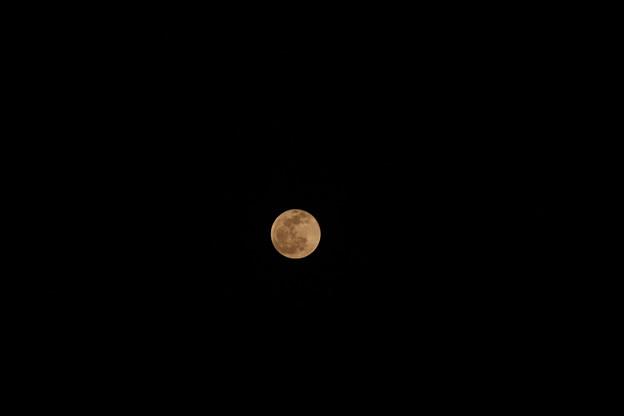 オレンジ色の月1 (色温度4500K)