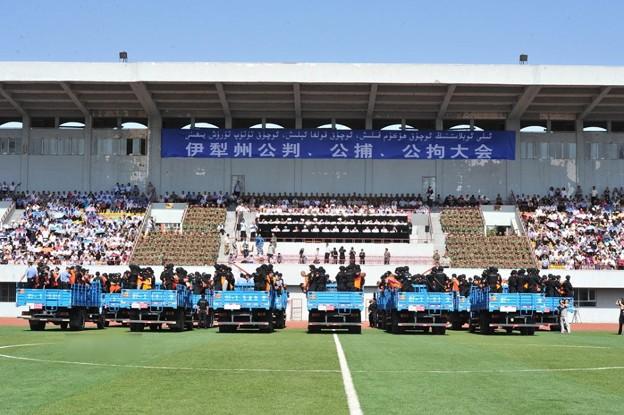 新疆ウィグル自治区で55名の公開処刑 (1)