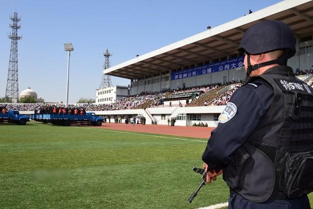 新疆ウィグル自治区で55名の公開処刑 (4)