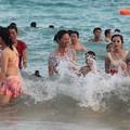 写真: 中国のハワイ 海南島で海水浴~~ (5)