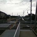 写真: 線路跡はサイクリングロードに