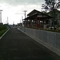 写真: 小中川駅を新幹線側から見る
