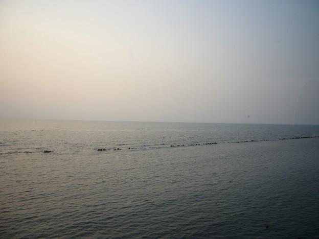 写真: オロロンラインの海岸線