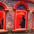 Photos: 赤窓ならび