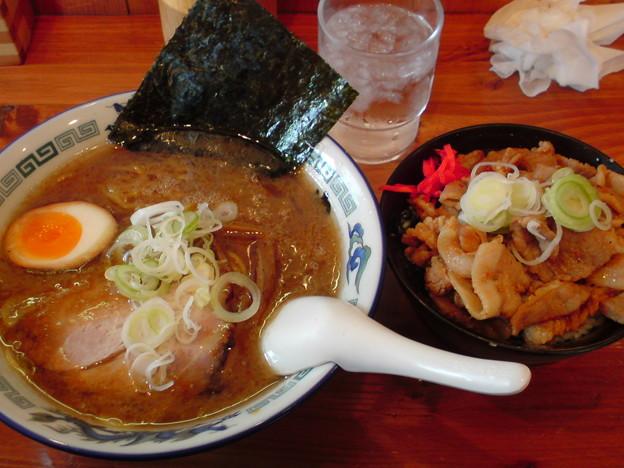 Photos: 麺や中(あたり) 醤油とんこつ+まかない飯