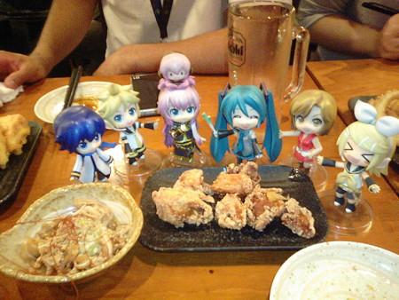 リン:「さぁーたらふく食べるんだゅー♪♪♪」