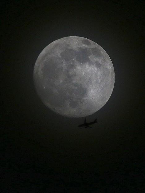 月 >:< ジェット機 IMG_6885