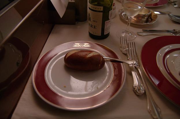 s7133_トワイライトエクスプレス食堂車_フランス料理のパン2