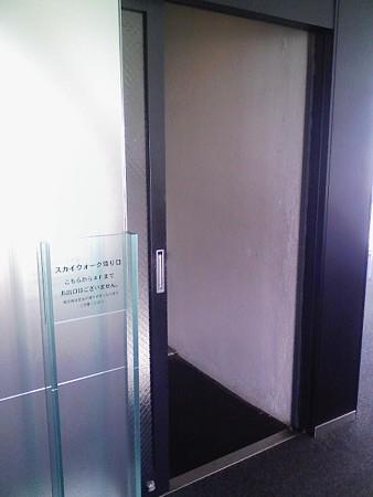 081027-テレビ塔 階段