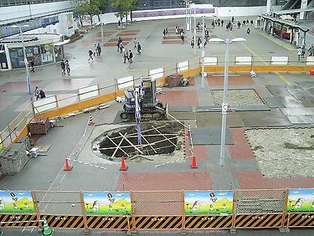 090301-桜木町駅前工事中