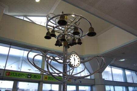 JR東海駅舎内にある鐘
