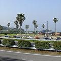 写真: 霞んだ大村湾