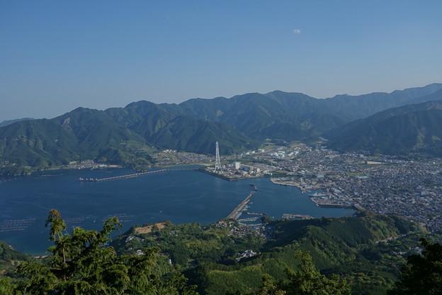 写真: 天狗倉山からの尾鷲市街