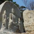 七仏庵磨崖仏像群左~韓国慶州 Chilbulam relief carved into s-tone