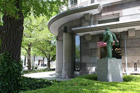 2009.04.26 横浜情報文化センター 新聞配達少年の像