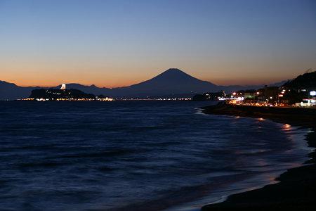 薄明かりの富士山1220e