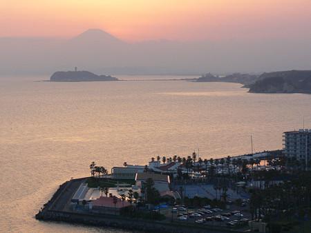 薄明かりの富士山0406tc