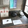 写真: 騰波ノ江駅の駅事務室の机