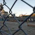 Photos: d,護衛艦しらね柵越し