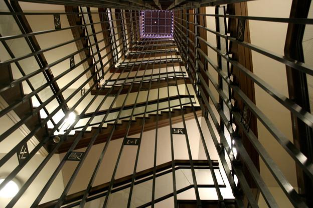 Photos: 見上げる階段