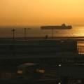写真: 羽田の朝焼け