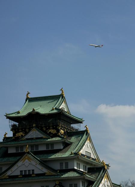 写真: 大阪城越え