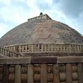 写真: ストゥーパ(仏教のお墓)