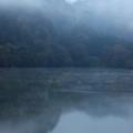 写真: 亀山湖の朝