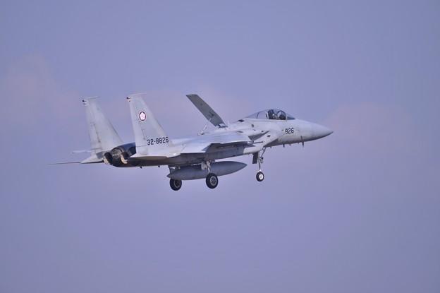朝の百里基地 最初に飛んでいった第305飛行隊梅組F-15 ランディング?・・20140221