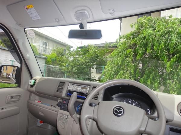 運転席からはアンテナが見えるだけでETCを設置。