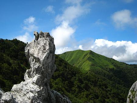 登り途中に望むジロウギュウ