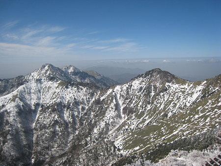 山頂から望む二ノ森方面