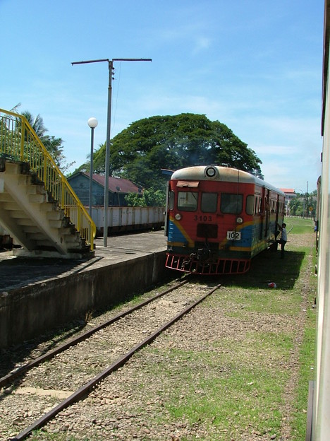 写真: ローカル電車